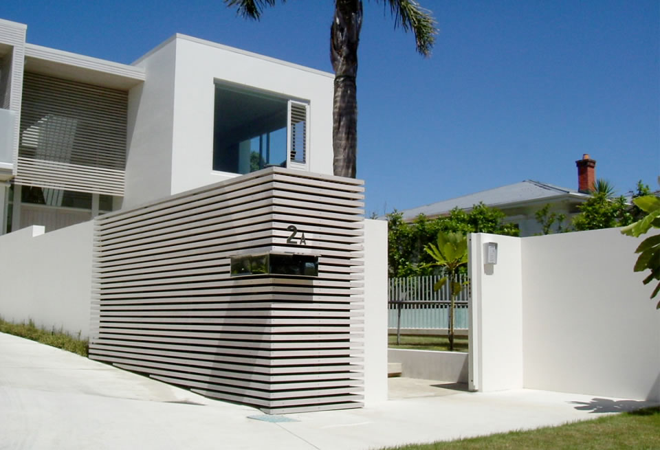 Urbanite project mimo pool garden for House front side wall design
